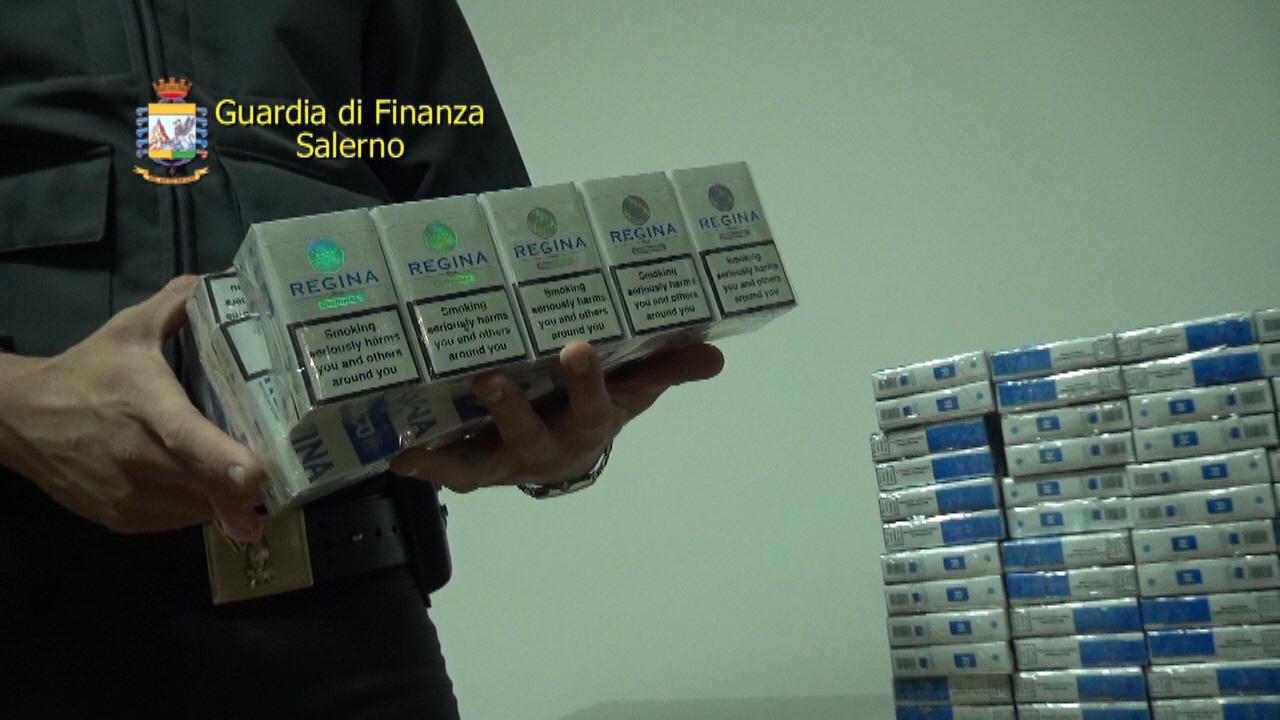 Video | Scoperte otto tonnellate di sigarette di contrabbando nel salernitano