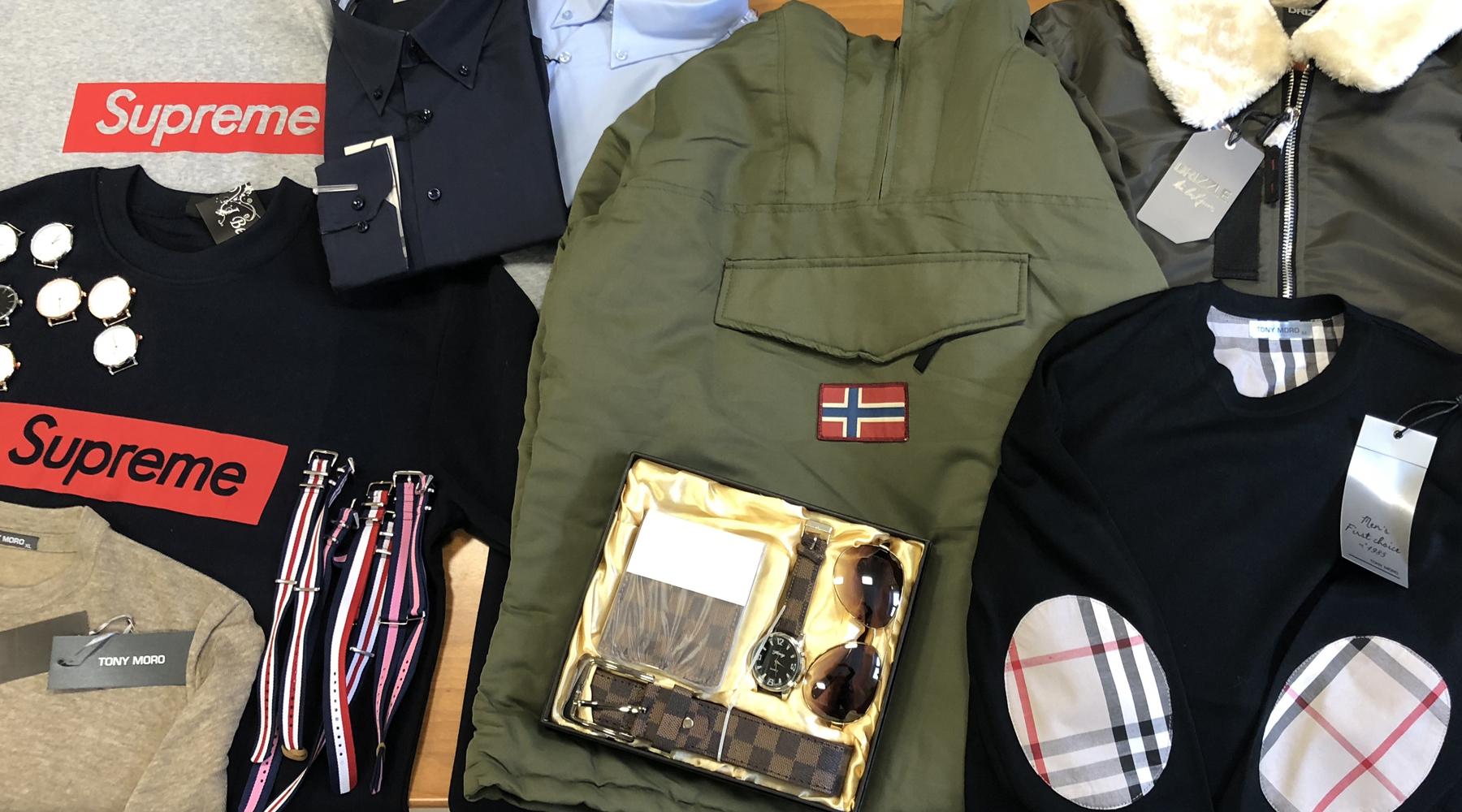 96831ab6711f ... controllato un soggetto di nazionalità italiana in possesso di svariati capi  e accessori contraffatti di rinomate griffe del settore dell abbigliamento